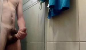 Punheta no banho com gozada!