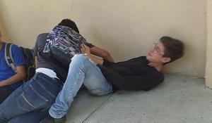 ESTOS MENES VIOLANDOSE AQU&Iacute_ AFUERA DE EL SAL&Oacute_N