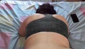 Follada a gorda infiel a pelo en la cama de su marido y me corro dentro