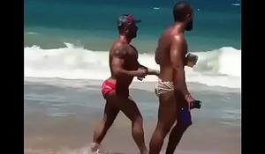 Nalgotas en la playa