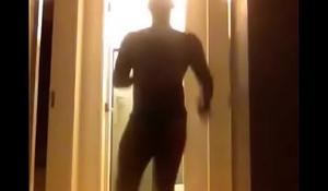 Negao dan&ccedil_ando de cueca (Black dancing in underwear)