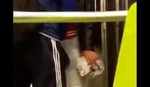Toqueteo en el metro.