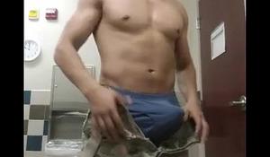 Soldado pajero y bien duro
