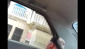 Paja en el taxi