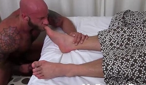 Big muscle dude sucking toes and jerking off in silence