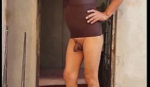 Exibiendo mi cuerpo femenino y desnuda, a los caballeros del antro donde me destrozaran mi potito...soy strip show de closet de Ica....