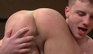 Ripped muscle jock cocksucks until cumshot